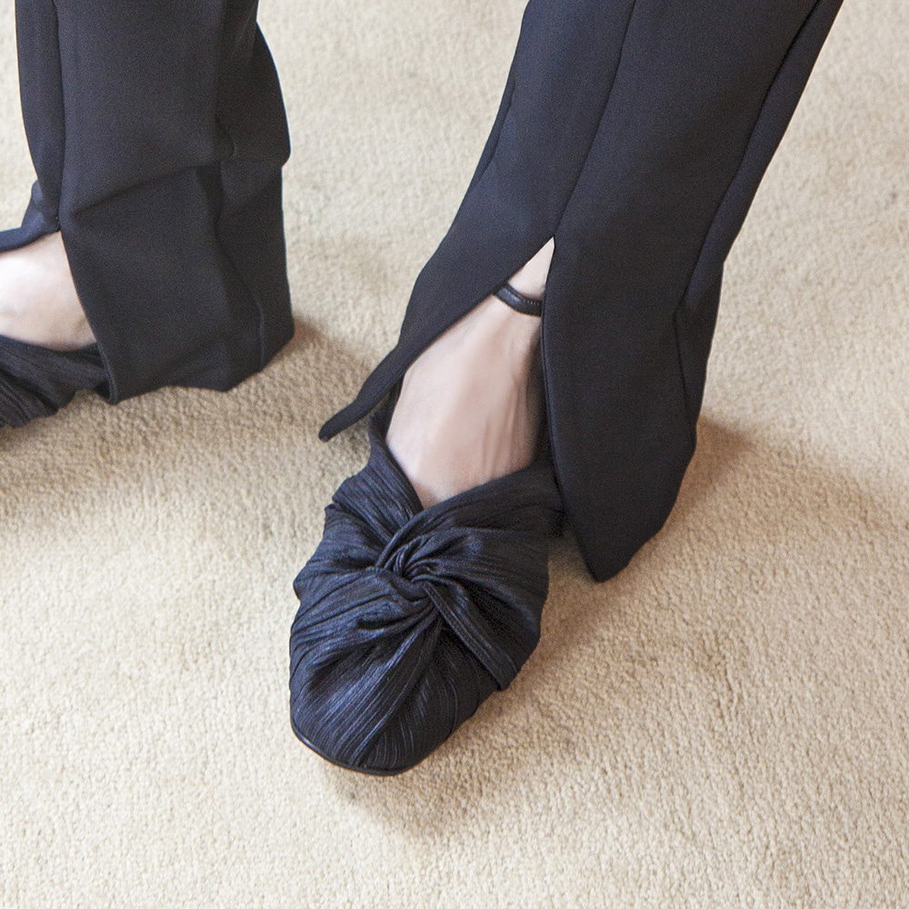 Twist pointed flat shoes_Black